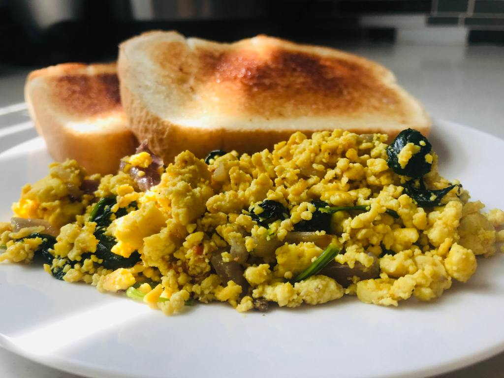 vegan scrambled tofu recipe with bread slices